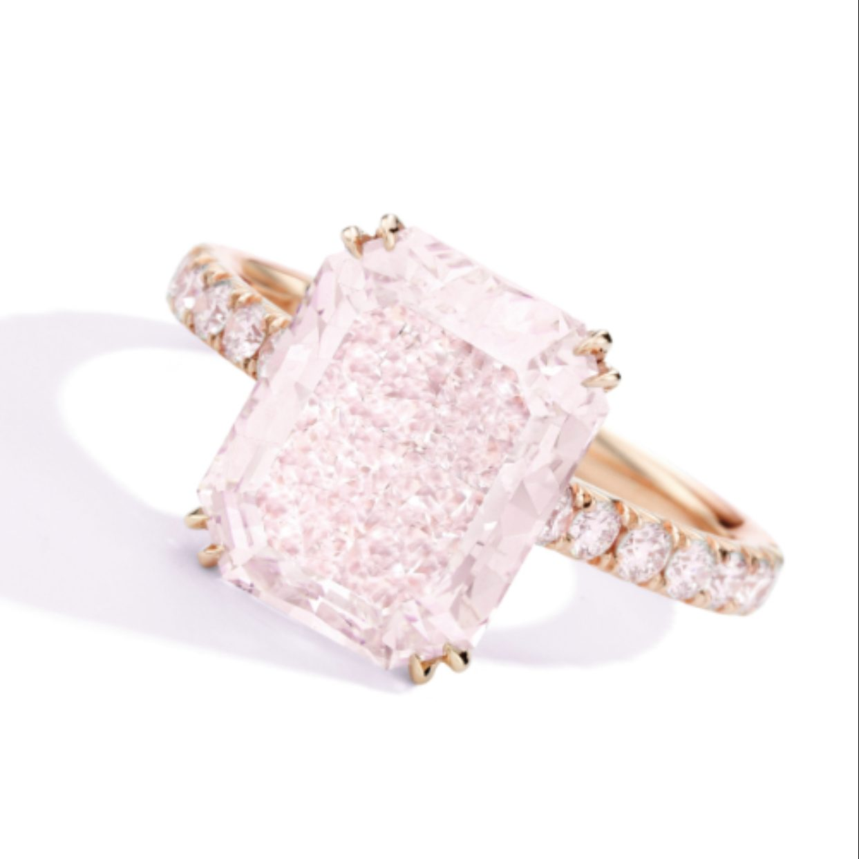 "Sotheby's New York Important Jeweles To Feature A Single ""Impressive"" Pink Diamond"